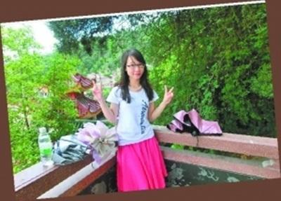 拾金不昧的好女孩韦李灵。