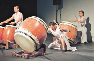 优人神鼓将与彰监鼓舞打击乐团,一起演出「出发的力量」。(记者孙传贤/摄影)