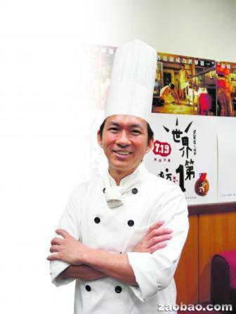 吴宝春首次在台湾大学开讲,吸引台湾媒体采访,关注他下来的生涯规划。(赵琬仪摄)