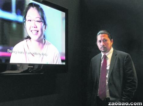 热心无偿服务的陈俊良律师,四年来协助无数无偿个案,包括短片中的吴佳丽。(何家俊摄)