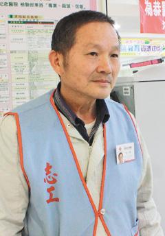 苗栗县头份镇民林德和在为恭纪念医院当了10年志工。(记者苏木春/摄影)