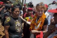 Oscar-winning Hollywood actress Susan Sarandon, right, comforts Kanti Maya Tamang, who lost her husband and daughter in the April 25 earthquake, at Ramkot village on the outskirts of Kathmandu, Nepal, Sunday, May 24, 2015. Sarandon is in Nepal for five days, urging tourists to come to the Himalayan nation where two powerful earthquakes have killed thousands of people and made several hundreds of thousands homeless. (AP Photo/Niranjan Shrestha)