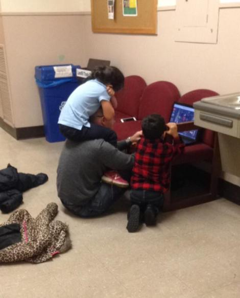 When a child interrupts an examination, instead of reacting by punishing the mum, this professor babysits for the mother of 2 instead! His act of kindness and understanding was snapped in a photo that has since gone viral.