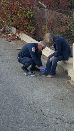 Fireman give shoe to homeless 2