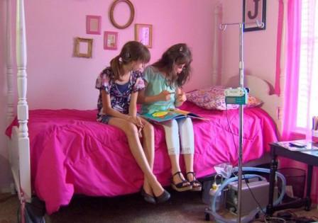两个好姊妹,原本各自在地球的另一端,如今找到了彼此。