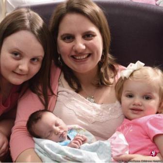 波尔默一家现在有了三个漂亮的女儿。(互联网)