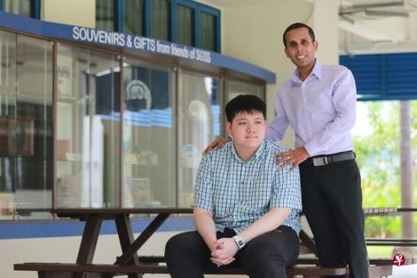圣加俾尔中学(St Gabriel's Secondary School)老师惹耶兰和校方,帮助视障男生郑凯莱克服重重障碍应考,郑凯莱在O水准会考考获七科特优。(海峡时报)