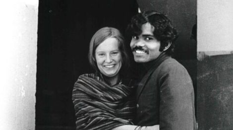 PK Mahanandia met Charlotte Von Schedvin in Delhi for the first time in 1975。(PK MAHANANDIA)